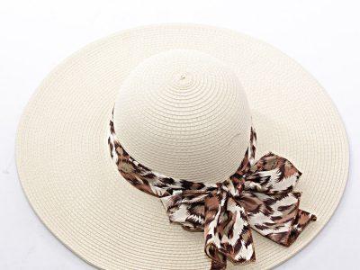 cappello bianco a tesa larga